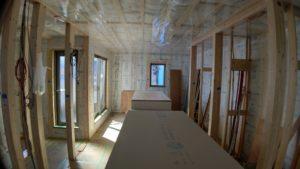 天井に気密シートを張ると外に室内温度が逃げないです。