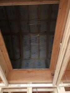 屋根裏施工工事。