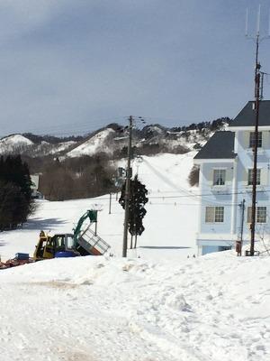 スキー場では 絶対にゴーグルは取りません!!